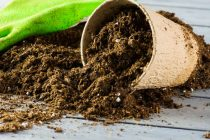 pupuk-organik-menyuburkan-tanah